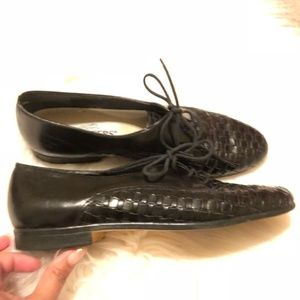 Vintage lace up woven loafers